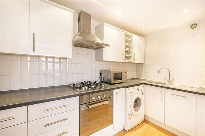 £1,350 per Calendar Month, 2 Bedroom Flat To Rent in Kingston upon Thames, KT1