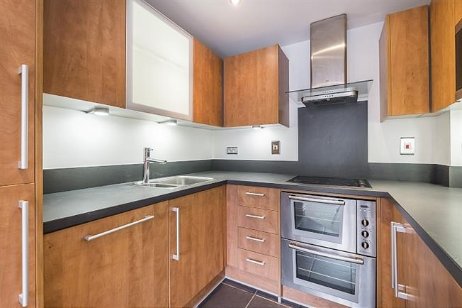 £1,300 per Calendar Month, 1 Bedroom Flat To Rent in Kingston upon Thames, KT2