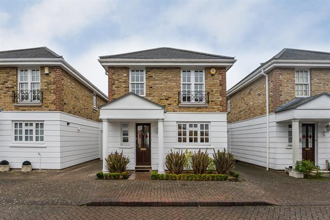 £2,350 per Calendar Month, 3 Bedroom Detached House To Rent in Kingston upon Thames, KT1