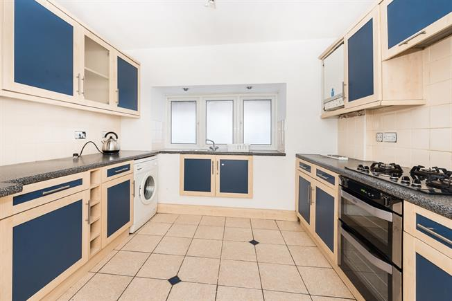 £1,200 per Calendar Month, 2 Bedroom Apartment To Rent in Kingston upon Thames, KT1