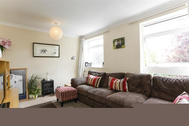 £1,695 per Calendar Month, 3 Bedroom Town House To Rent in Kingston upon Thames, KT1