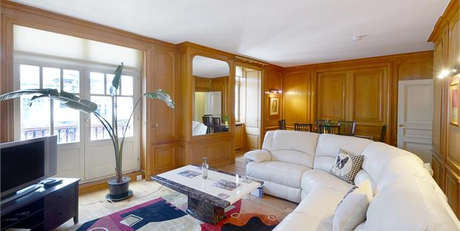 £5,611  per Calendar Month (Calculated), 2 Bedroom Flat To Rent in London, SW3