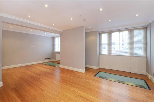 £5,611  per Calendar Month (Calculated), 4 Bedroom Mews House To Rent in London, SW1X