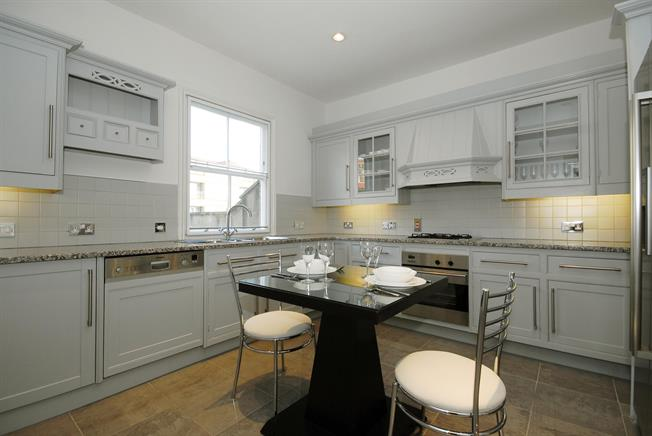 £8,233  per Calendar Month (Calculated), 3 Bedroom Duplex Apartment To Rent in London, SW1X