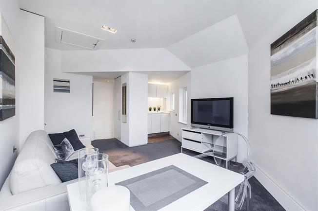 £2,058  per Calendar Month (Calculated), Flat To Rent in London, SW1X