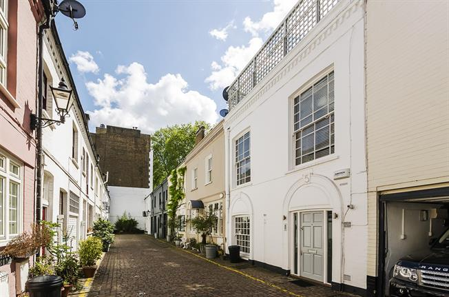 £9,533  per Calendar Month (Calculated), 4 Bedroom Mews House To Rent in London, SW3