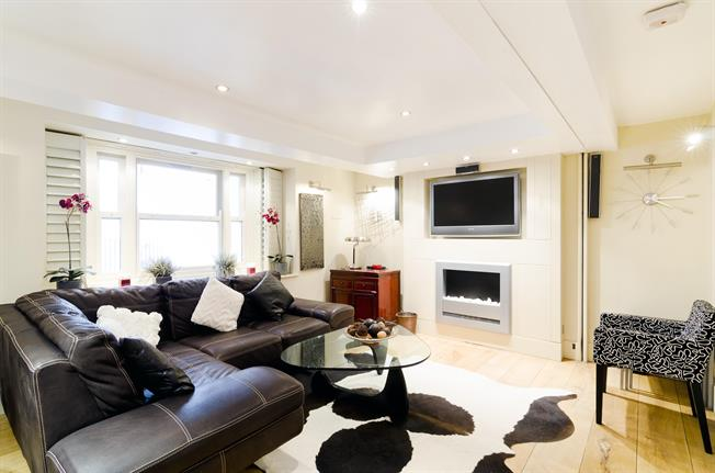 £2,903  per Calendar Month (Calculated), 2 Bedroom Flat To Rent in London, SW7