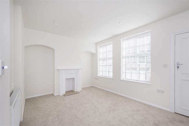 £2,383  per Calendar Month (Calculated), 1 Bedroom Flat To Rent in London, SW7