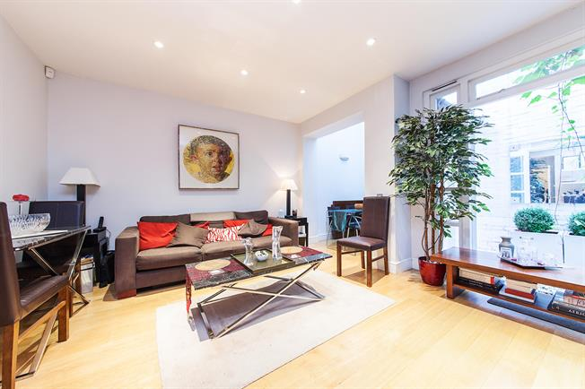 £3,250  per Calendar Month (Calculated), 1 Bedroom Flat To Rent in London, SW1X