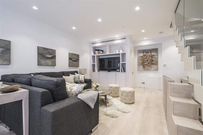 £7,908  per Calendar Month (Calculated), 3 Bedroom Mews House To Rent in London, SW7