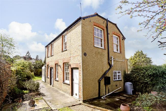 £1,450 per Calendar Month, 2 Bedroom House To Rent in Maidenhead, Berkshire, SL6