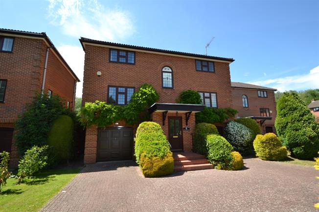 £2,295 per Calendar Month, 4 Bedroom Detached House To Rent in Maidenhead, SL6