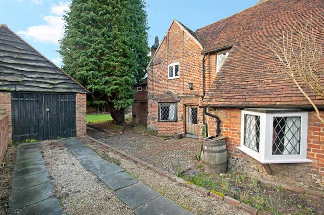 £1,495 per Calendar Month, 3 Bedroom Terraced House To Rent in Hurley, SL6