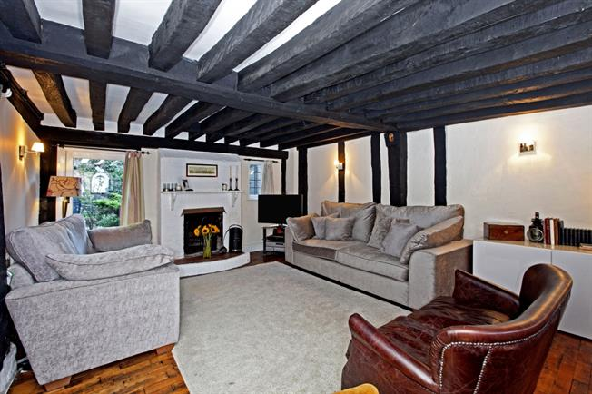 £1,595 per Calendar Month, 3 Bedroom Cottage House To Rent in Maidenhead, SL6
