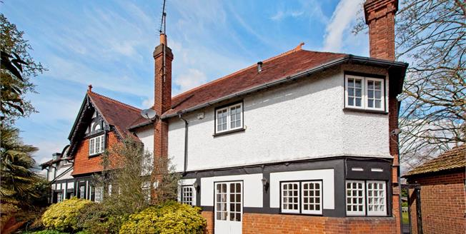 £3,250 per Calendar Month, 4 Bedroom House To Rent in Maidenhead, SL6