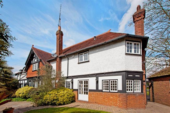 £3,500 per Calendar Month, 4 Bedroom House To Rent in Maidenhead, SL6