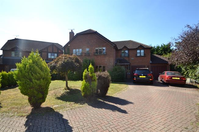 £2,500 per Calendar Month, 4 Bedroom Detached House To Rent in Maidenhead, SL6