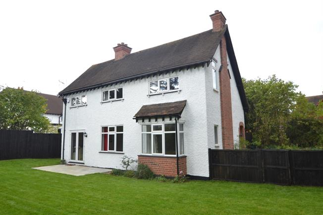 £1,795 per Calendar Month, 3 Bedroom Detached House To Rent in Maidenhead, SL6