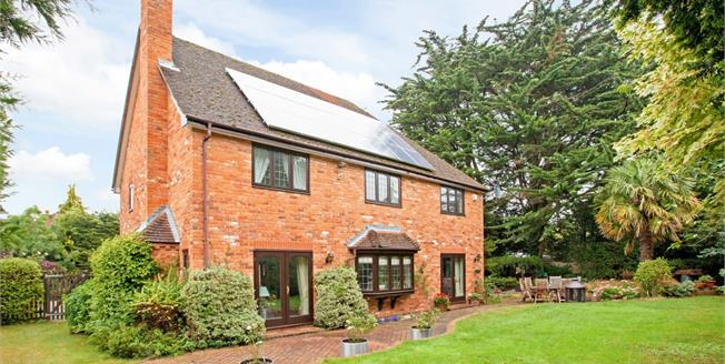 £4,500 per Calendar Month, 5 Bedroom Detached House To Rent in Maidenhead, SL6