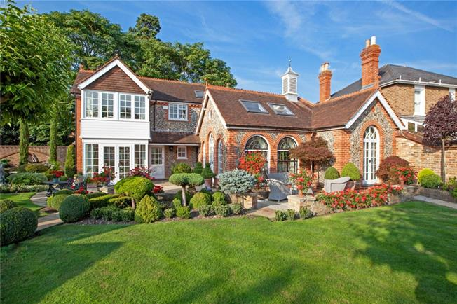 £7,500 per Calendar Month, 4 Bedroom Detached House To Rent in Maidenhead, SL6
