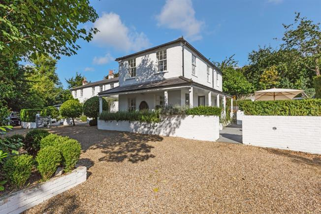 £6,800 per Calendar Month, 5 Bedroom Detached House To Rent in Maidenhead, SL6