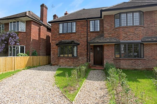 £1,950 per Calendar Month, 4 Bedroom Semi Detached House To Rent in Maidenhead, SL6