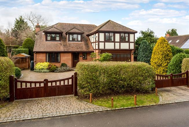 £3,500 per Calendar Month, 5 Bedroom Detached House To Rent in Maidenhead, SL6