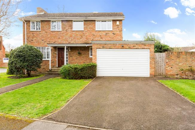 £2,100 per Calendar Month, 4 Bedroom Detached House To Rent in Maidenhead, SL6
