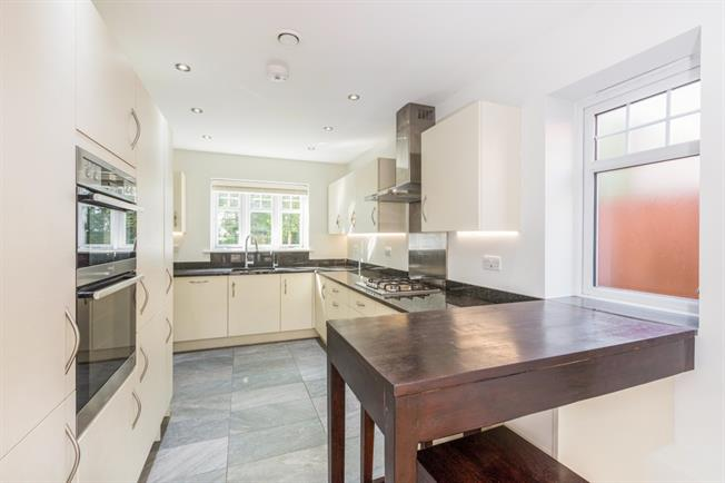 £1,850 per Calendar Month, 3 Bedroom End of Terrace House To Rent in Maidenhead, SL6