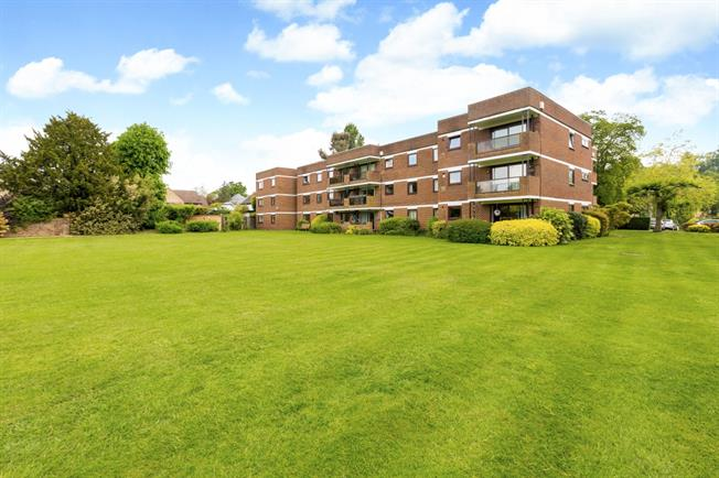 £1,350 per Calendar Month, 2 Bedroom Apartment To Rent in Maidenhead, SL6