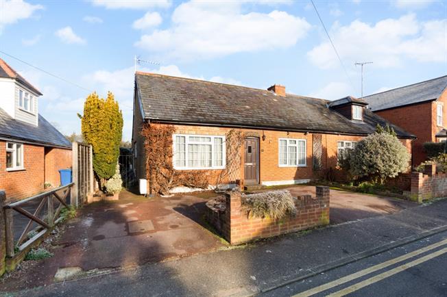£1,395 per Calendar Month, 2 Bedroom Bungalow To Rent in Maidenhead, SL6