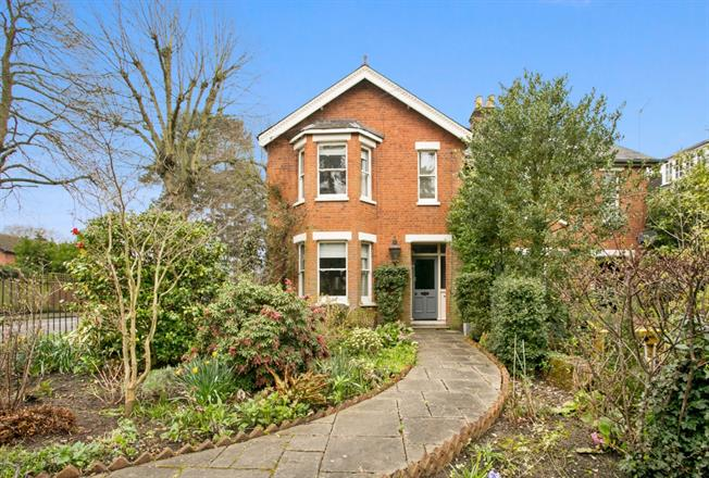 £2,750 per Calendar Month, 4 Bedroom Semi Detached House To Rent in Maidenhead, SL6