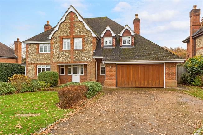 £3,600 per Calendar Month, 5 Bedroom Detached House To Rent in Maidenhead, SL6