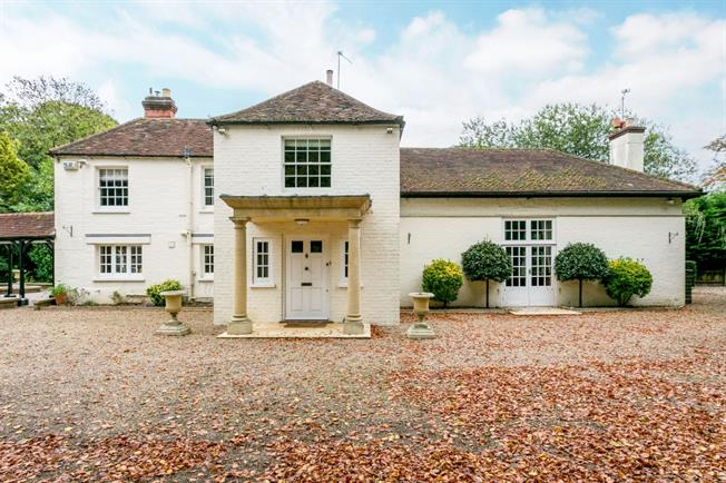 £3,995 per Calendar Month, 4 Bedroom Detached House To Rent in Maidenhead, SL6