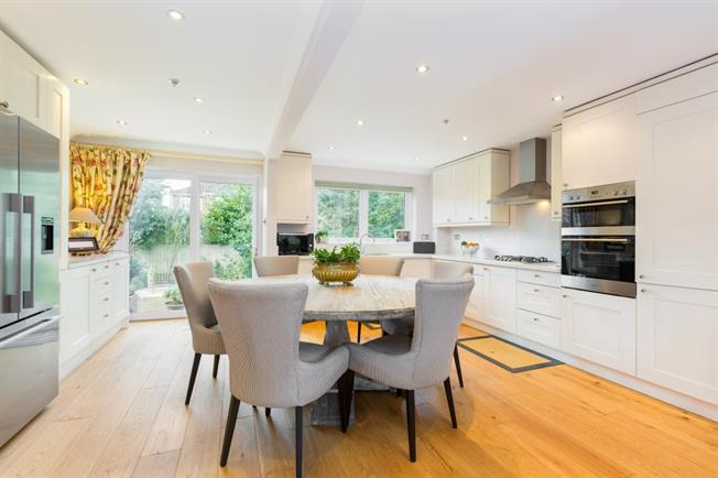 £2,950 per Calendar Month, 5 Bedroom Detached House To Rent in Maidenhead, SL6