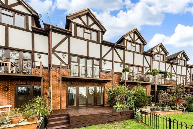 £1,950 per Calendar Month, 3 Bedroom Town House To Rent in Taplow, SL6