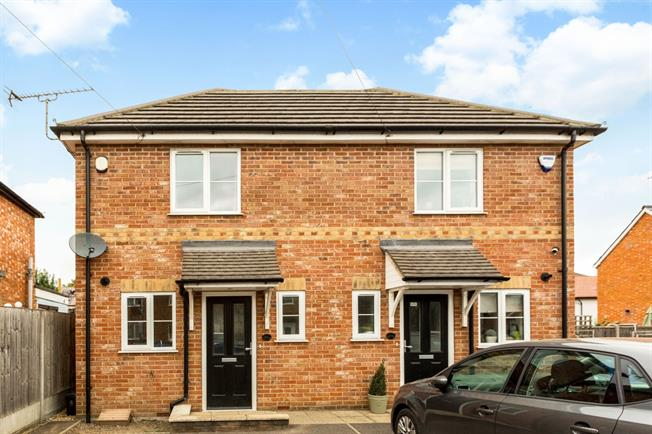 £1,950 per Calendar Month, 2 Bedroom Semi Detached House To Rent in Maidenhead, SL6