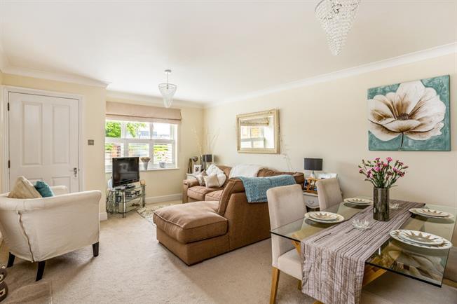 £1,050 per Calendar Month, 1 Bedroom Maisonette To Rent in Maidenhead, SL6
