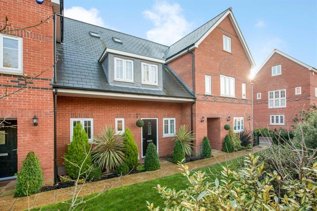 £1,950 per Calendar Month, 4 Bedroom House To Rent in Maidenhead, SL6