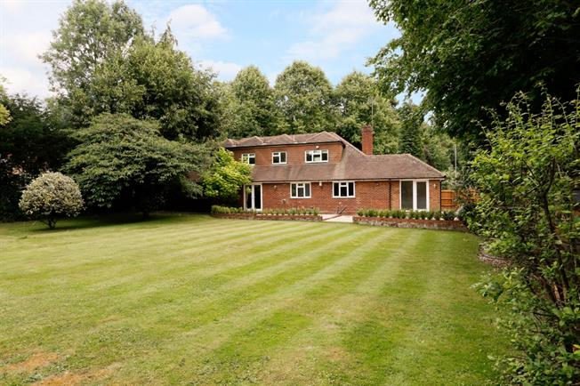 £2,750 per Calendar Month, 4 Bedroom Detached House To Rent in Maidenhead, SL6