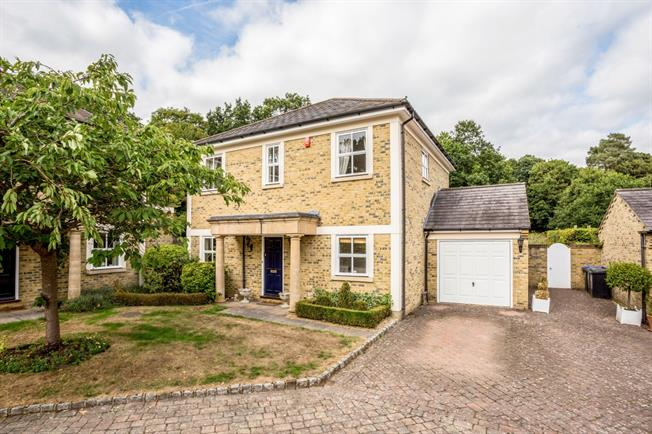 £2,850 per Calendar Month, 3 Bedroom Detached House To Rent in Taplow, SL6