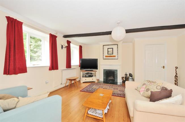 £995 per Calendar Month, 3 Bedroom Semi Detached House To Rent in Pewsey, Wiltshire, SN9