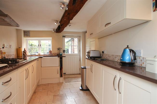 £1,100 per Calendar Month, 3 Bedroom Cottage House To Rent in Marlborough, SN8