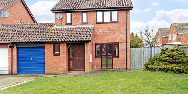 £1,175 per Calendar Month, 3 Bedroom Detached House To Rent in Marlborough, SN8