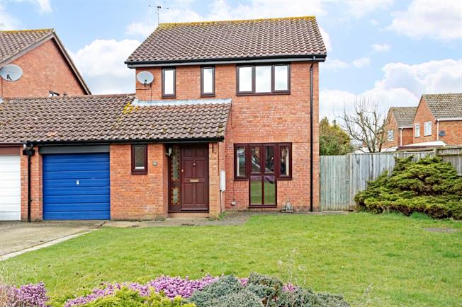 £1,175 per Calendar Month, 3 Bedroom Detached House To Rent in Marlborough, SN8