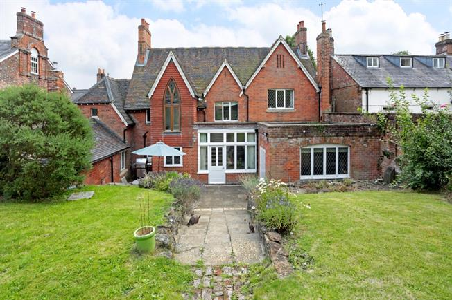£1,800 per Calendar Month, 4 Bedroom House To Rent in Pewsey, SN9