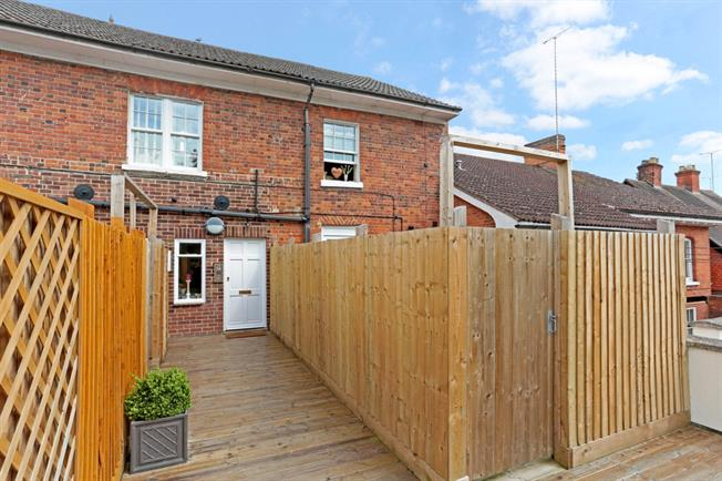 £700 per Calendar Month, Flat To Rent in Pewsey, SN9