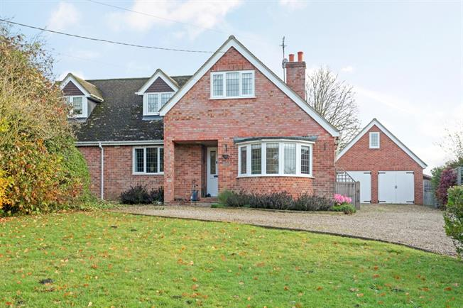 £2,000 per Calendar Month, 4 Bedroom Detached House To Rent in Pewsey, SN9