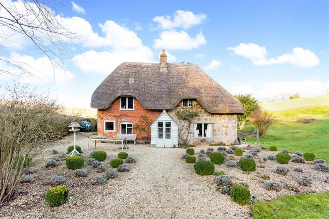 £1,500 per Calendar Month, 2 Bedroom Detached House To Rent in Marlborough, SN8