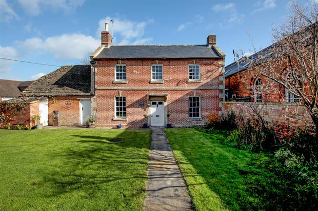£1,400 per Calendar Month, 4 Bedroom Cottage House To Rent in Bromham, SN15